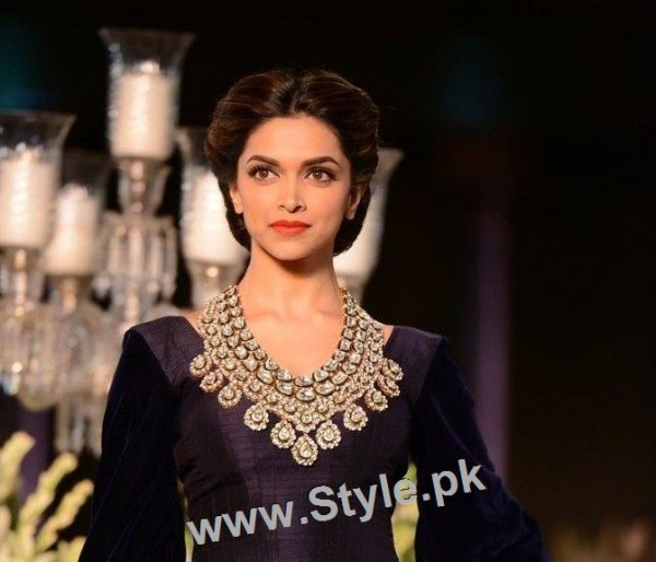 Top 10 Hairstyles you need to copy from Deepika Padukone (9)