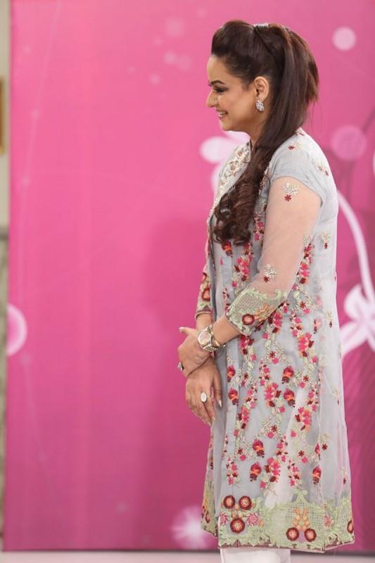 Javeria Abbasi replaced Nida Yasir in Good Morning Pakistan (5)