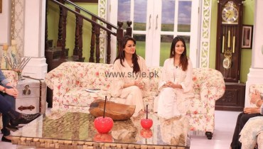 See Javeria Abbasi with her daughter in Good Morning Pakistan