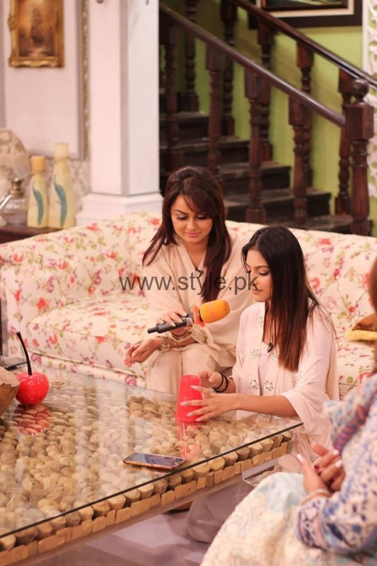 Javeria Abbasi with her daughter in Good Morning Pakistan (8)