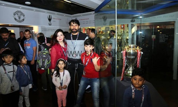 Pakistani Cricketers with their families in Manchester  (4)