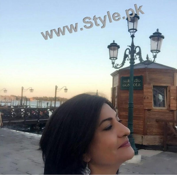 Saba Hamid Enjoying Vacations in Italy (2)