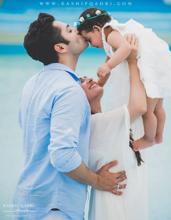 Taimoor family's photoshoot for Hoorain's birthday (2)