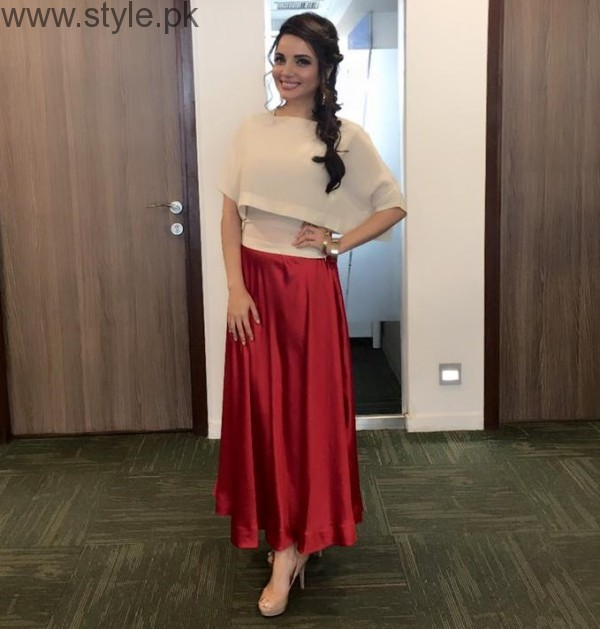 5 Dresses of Armeena Khan in which she looked fabulous (3)