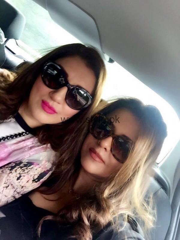 Ayesha Sana and Maria Wasti enjoying in London (10)