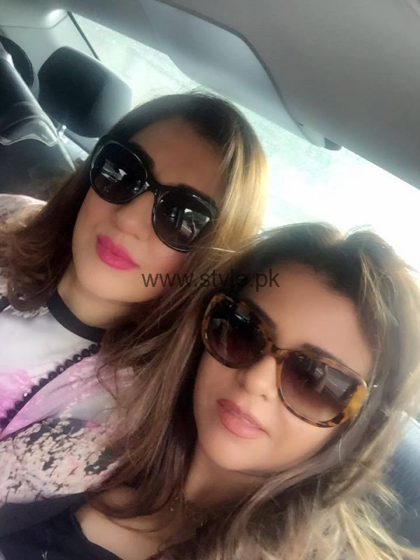 Ayesha Sana and Maria Wasti enjoying in London (11)