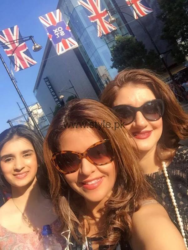 Ayesha Sana and Maria Wasti enjoying in London (12)