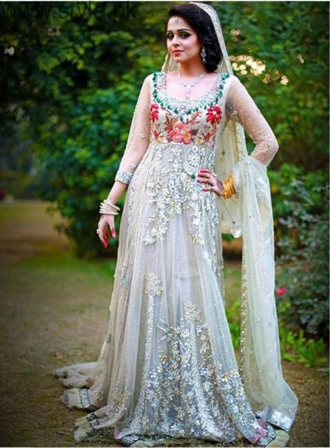 Latest Pakistani Engagement Dresses (17)