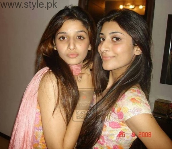 Mawra and Urwa Old Pic