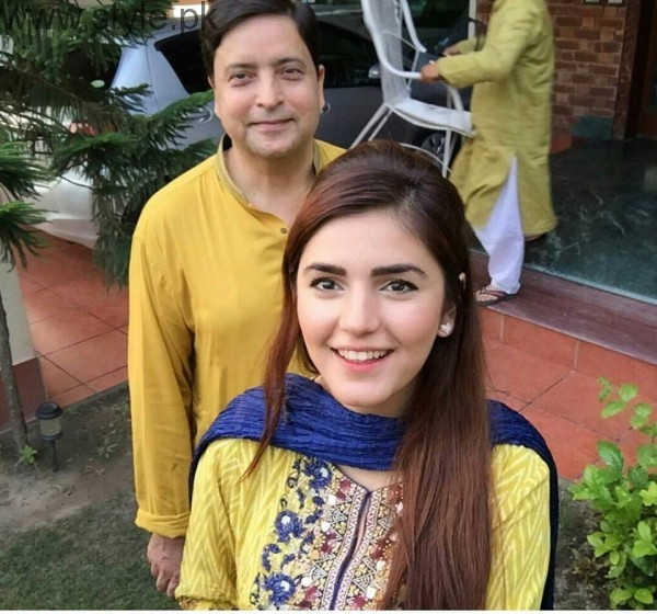 Momina Mustehsan's Family Pictures (10)