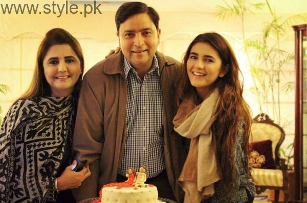Momina Mustehsan's Family Pictures (12)