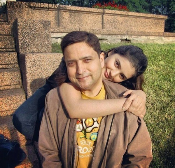 Momina Mustehsan's Family Pictures (18)