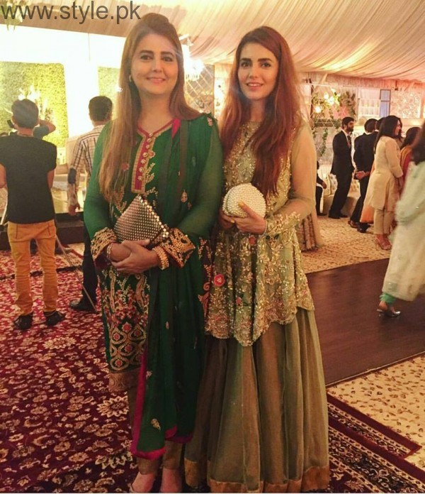 Momina Mustehsan's Family Pictures (2)