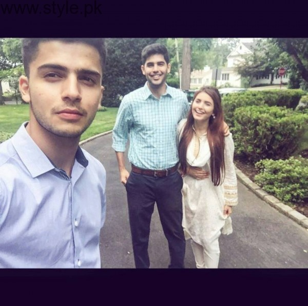 Momina Mustehsan's Family Pictures (4)