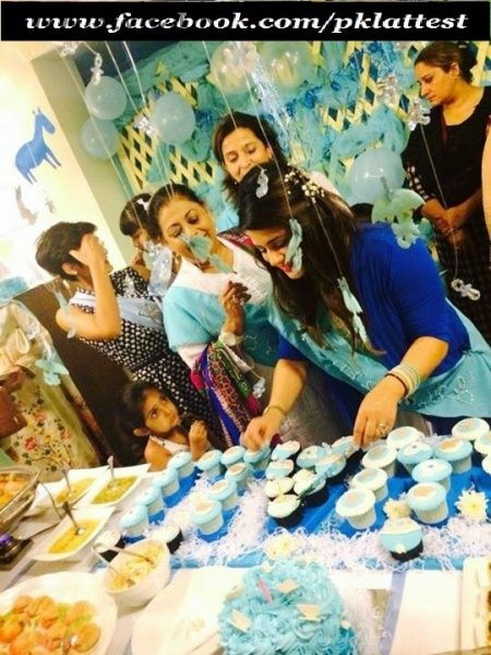 Pakistani Celebrities at their baby Shower (2)