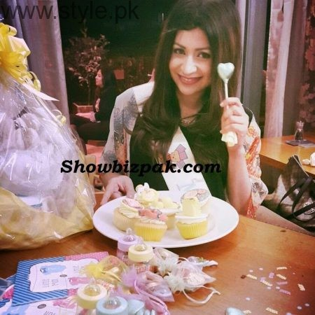 Pakistani Celebrities at their baby Shower (6)