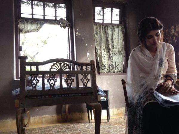 Urwa Hocane replaced Sana Javed in Rangreza (3)