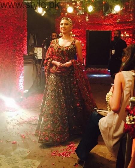 Mahira Khan and Ali Zafar walked on ramp for Divani Couture 2016 (6)