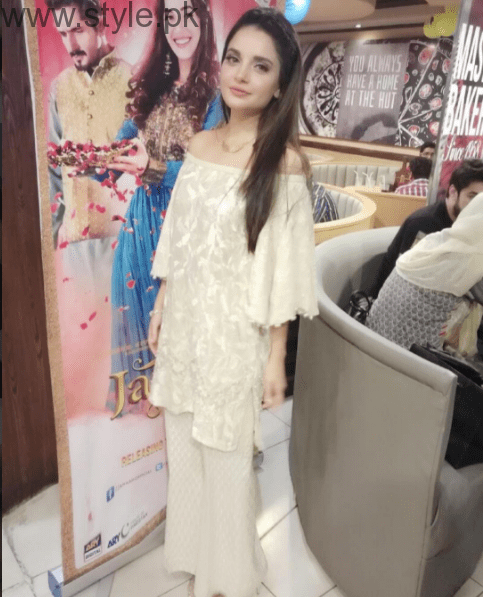 Off The Shoulder Fashion Trend in Pakistan - Worst Fashion (6)