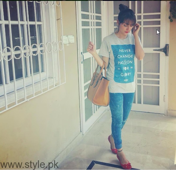 Ayeza Khan's pictures from the set of 'Mohabbat Tum Se Nafrat Hai' (8)