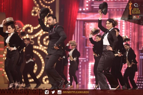 Celebrities at Qmobile HUM Style Awards 2016 (3)