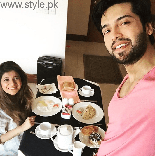 Fahad Mustafa is vacationing with wife in Greece (3)