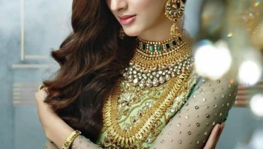 Nomi Ansari Oudh Collection Model Mawra Hocane
