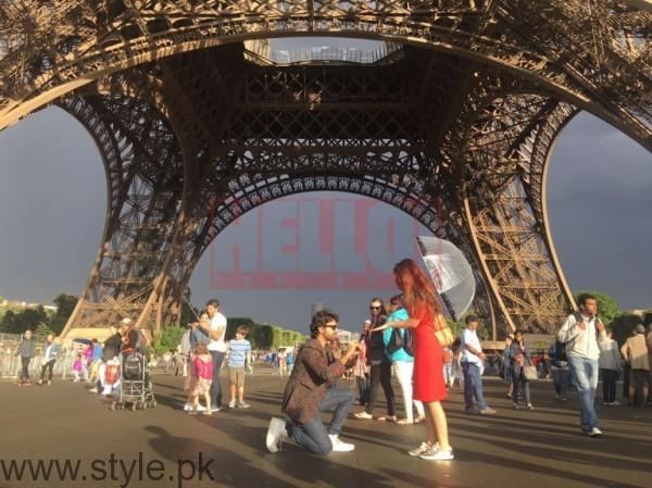 Farhan Saeed proposing Urwa Hocane in Paris (3)