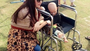 See Maya Ali at Shaukat Khanum Memorial Cancer Hospital Fun Mela