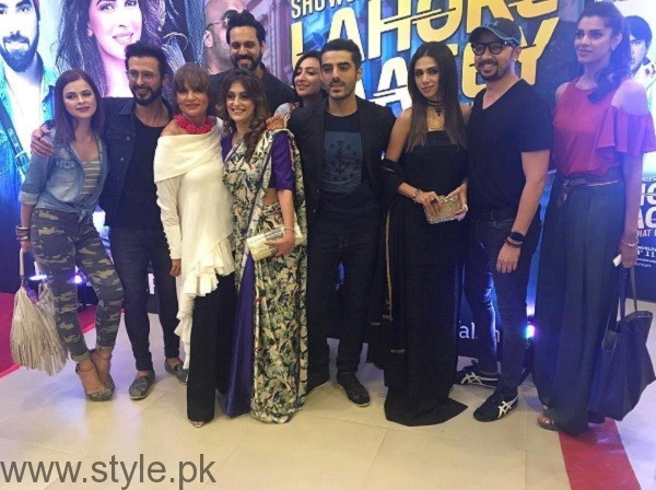 Pakistani Celebrities At Lahore Se Aagey Premiere In Karachi 03