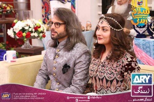 Anum Fayyaz and Jana Malik with their Husbands in Salam Zindagi (2)