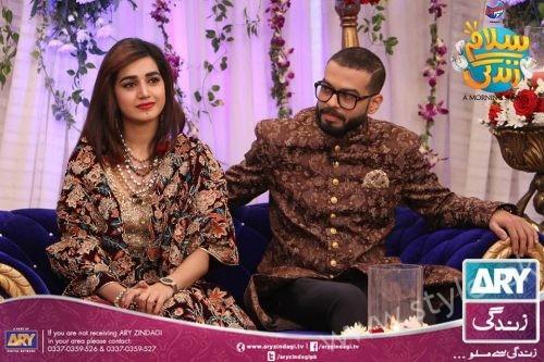 Anum Fayyaz and Jana Malik with their Husbands in Salam Zindagi (6)