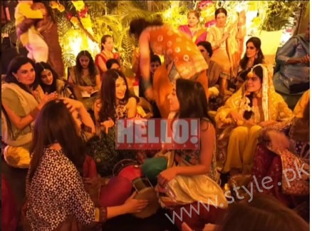 Ayesha Omar at her Friend's Mehndi (9)