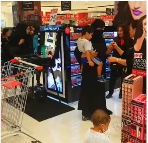 Veena Malik Spotted at Dubai Mall