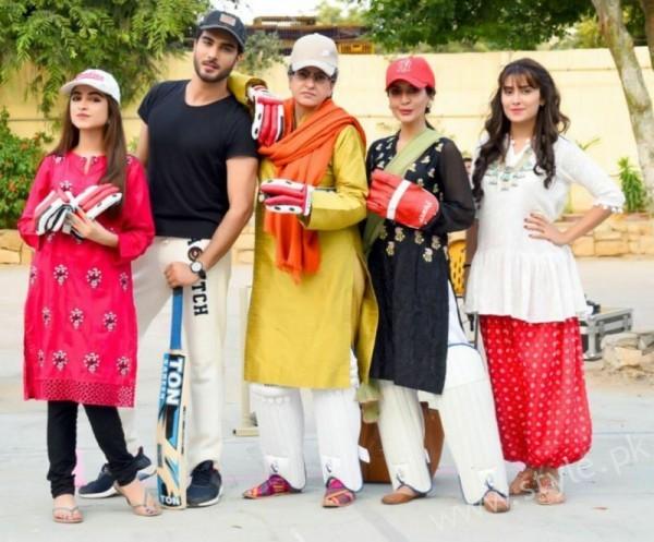 Ayeza Khan and Imran Abbas Cast Of Mohabbat Tum Se Nafrat Hai (15)
