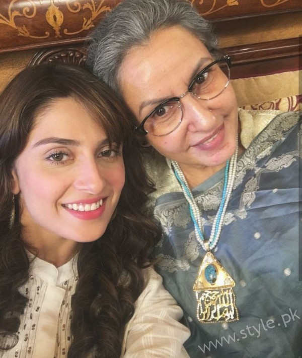 Ayeza Khan and Imran Abbas Cast Of Mohabbat Tum Se Nafrat Hai (5)