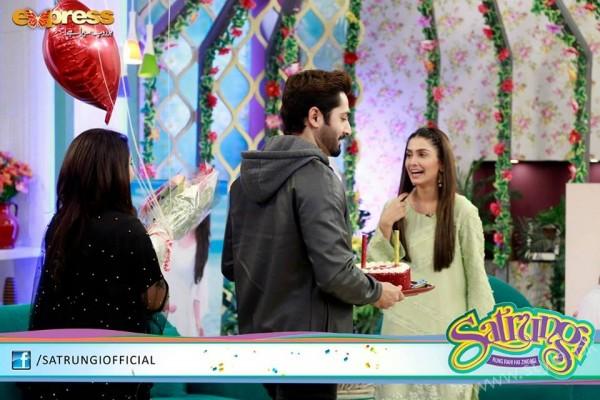 Ayeza Khan's surprise Birthday Celebration in Morning Show 'Satrungi' (19)