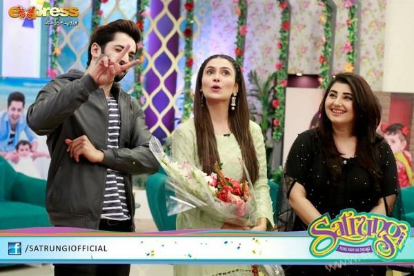 Ayeza Khan's surprise Birthday Celebration in Morning Show 'Satrungi' (26)