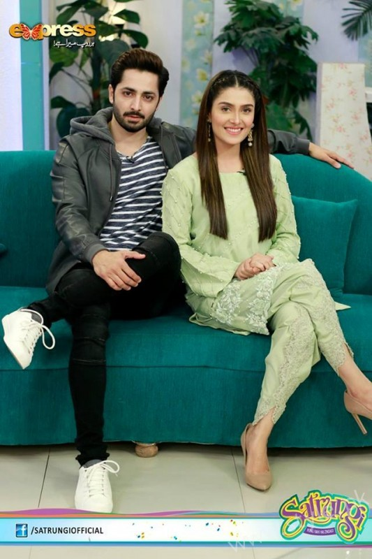 Ayeza Khan's surprise Birthday Celebration in Morning Show 'Satrungi' (4)