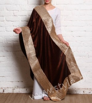 Embroidered velvet shawls are ruling in winters 2017 (8)