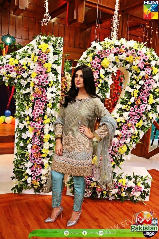 Kubra Khan, Sarah Khan, Iqra Aziz and Sonya Hussain at 12 Anniversary of HUM TV (17)