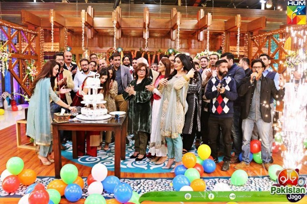 Kubra Khan, Sarah Khan, Iqra Aziz and Sonya Hussain at 12 Anniversary of HUM TV (3)