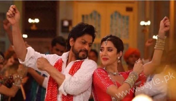 Mahira Khan and Shahrukh Khan's Chemistry in Raees gives us Major Love Goals (10)