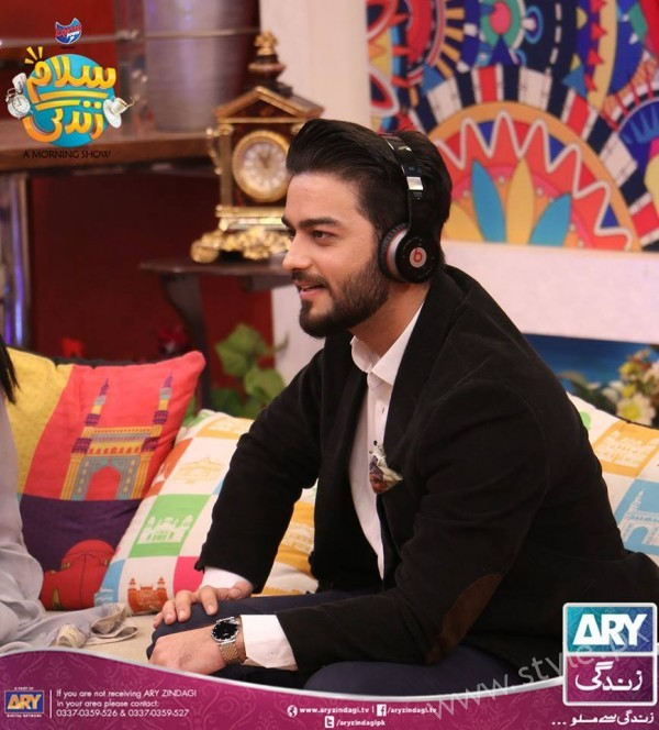 Newly Wed Couple Ahmad Zeb with his wife in Salam Zindagi (16)