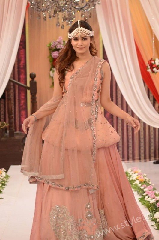 Pakistani Bride's and Groom's Fashion Trends (3)