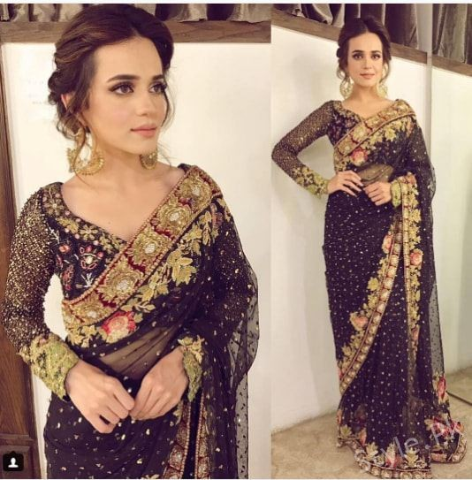 See Sumbal Iqbal Looks Glamorous in Black Saree