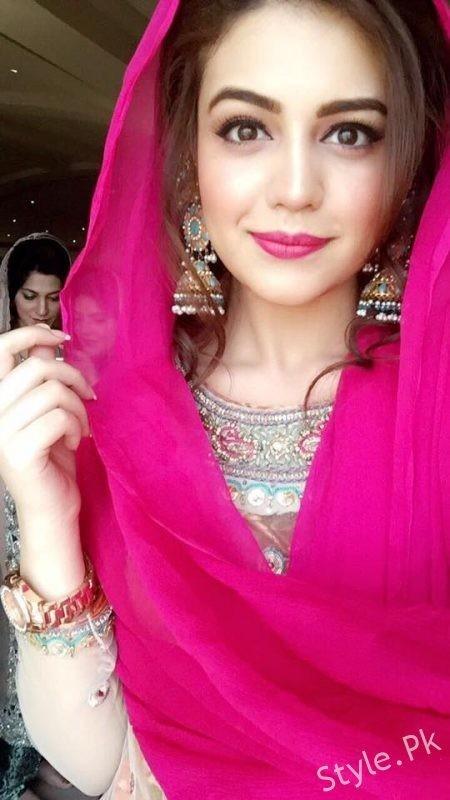 Zara Noor Abbas daughter of Asma Abbas completed her first Aitakaf  StylePk
