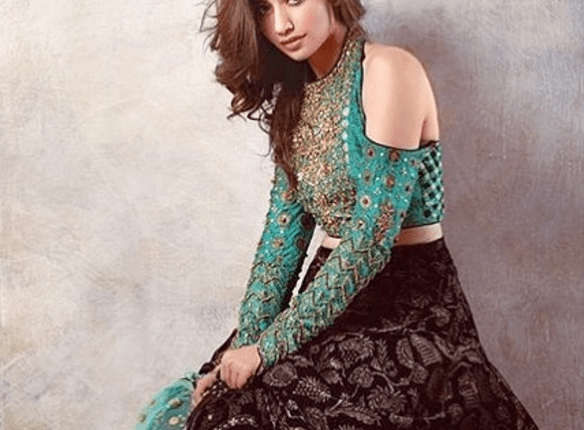 see Mesmerizing Photo Shoot Of Sana Javed For Warda Saleem's Collection