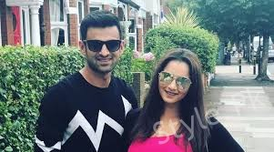 see Shoaib Malik And Sania Mirza Spotted In London!