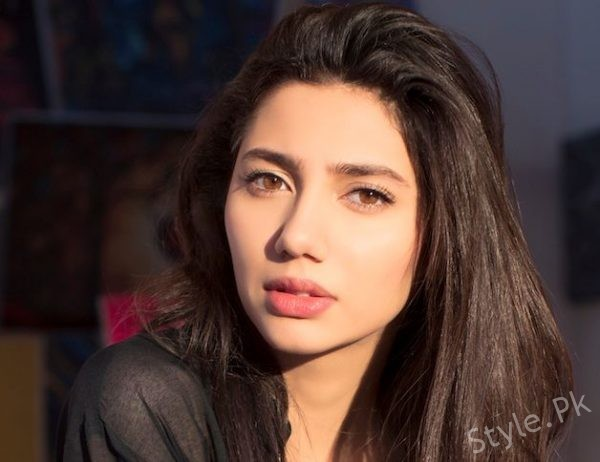"""I Felt Like Being Punched In The Stomach"" Mahira Says About Raees Premiere"